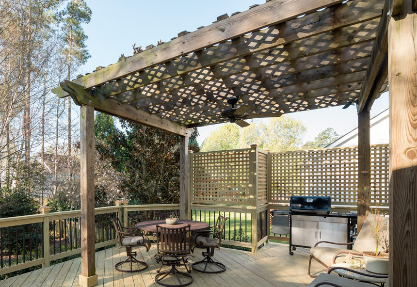 5 Distinct Advantages a Custom-Built Pergola Offers